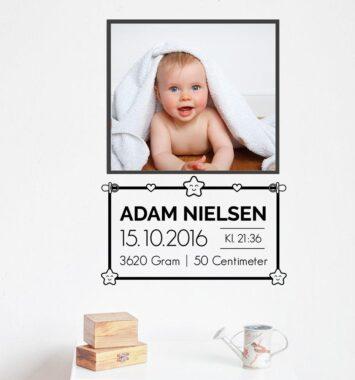 Portræt klistermærke af baby og fødselsdag